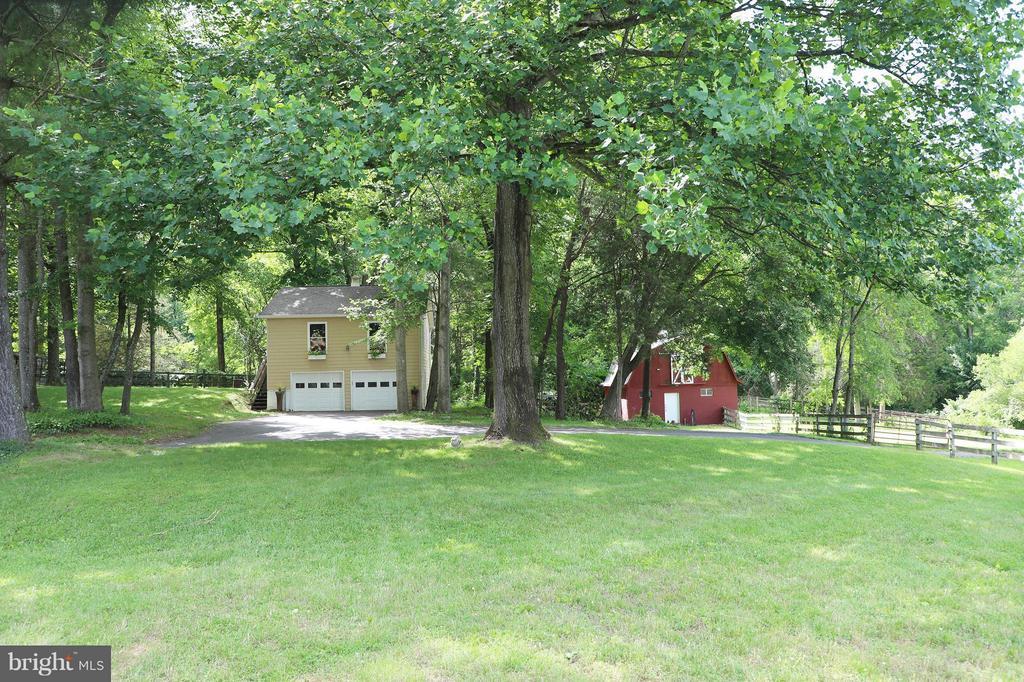 Carriage house & Barn - 13108 LAUREL GLEN RD, CLIFTON