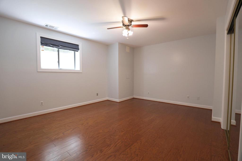 Large bedroom 1 of 2 - 13108 LAUREL GLEN RD, CLIFTON