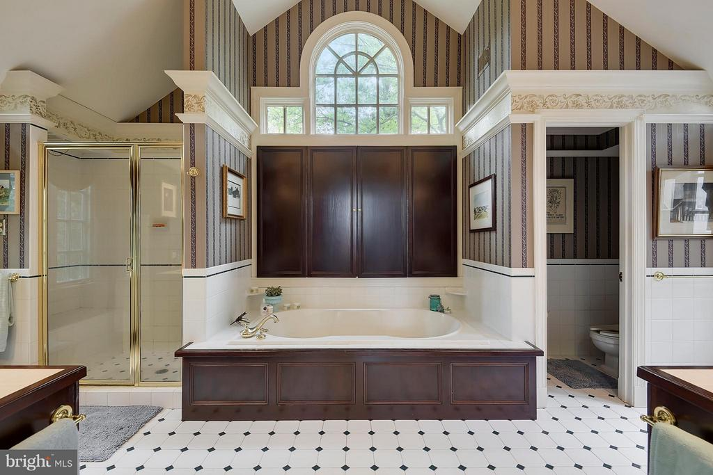 Bath (Master) - 4318 BRETTON RD, ROCKVILLE