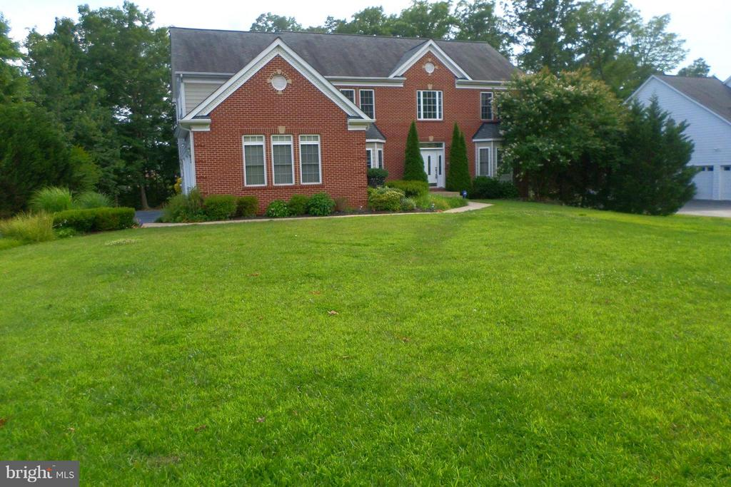 This Colonial boasts numerous upgraded features - 13504 CLASSIC OAKS CT, MANASSAS