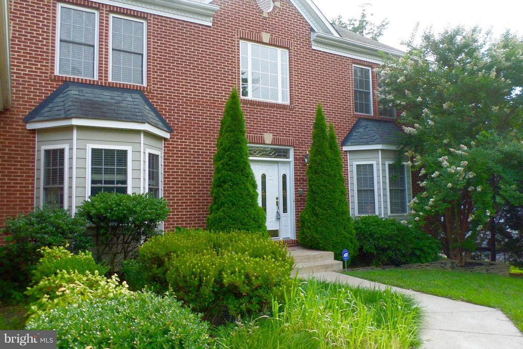 Brick Colonial - Only one owner, $170,000 upgrades - 13504 CLASSIC OAKS CT, MANASSAS