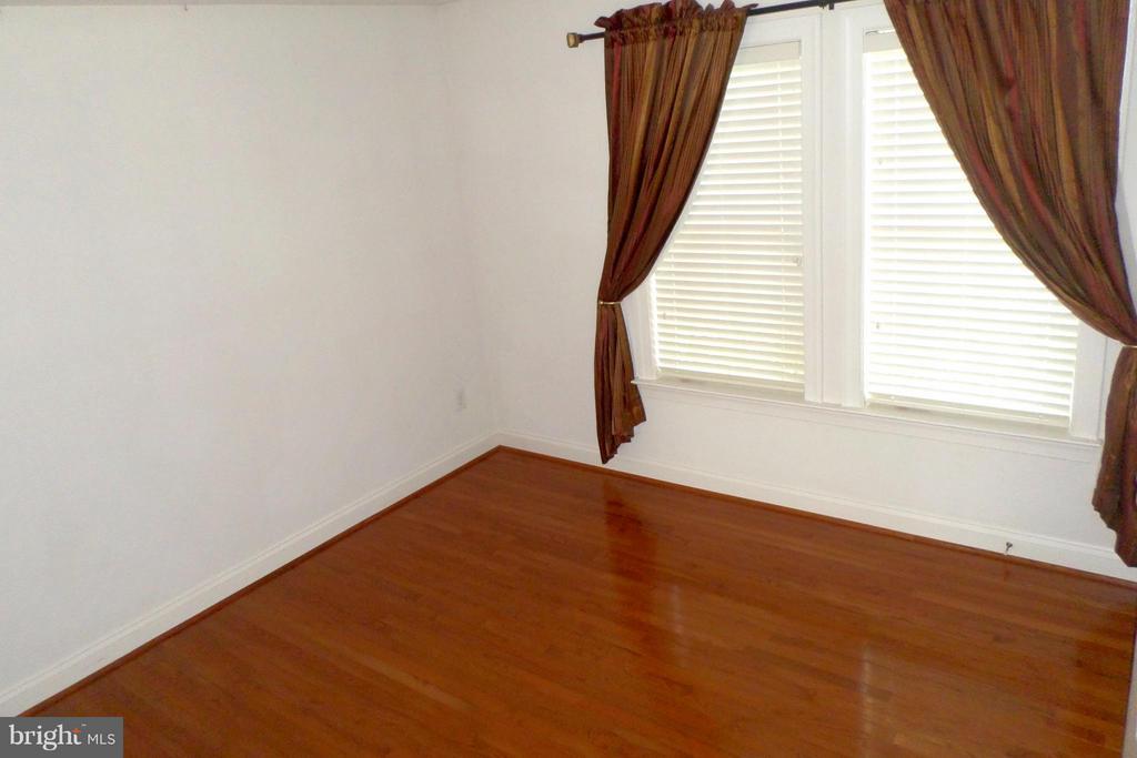 Large 5 bedrooms with en-suite baths - 13504 CLASSIC OAKS CT, MANASSAS