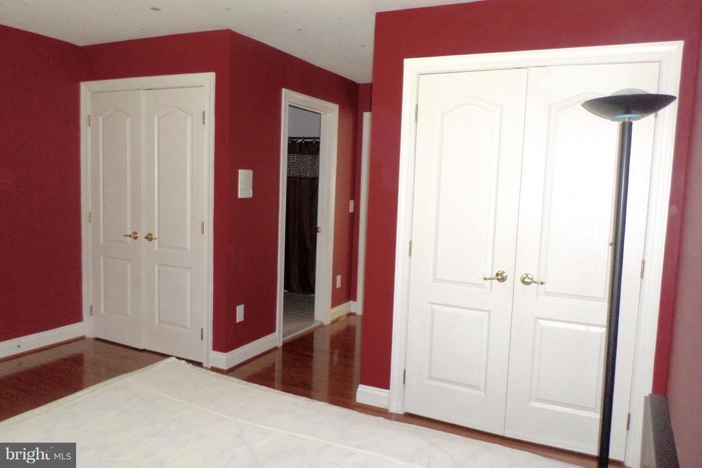 5 Bedrooms total-Inlaws Quarters - 13504 CLASSIC OAKS CT, MANASSAS