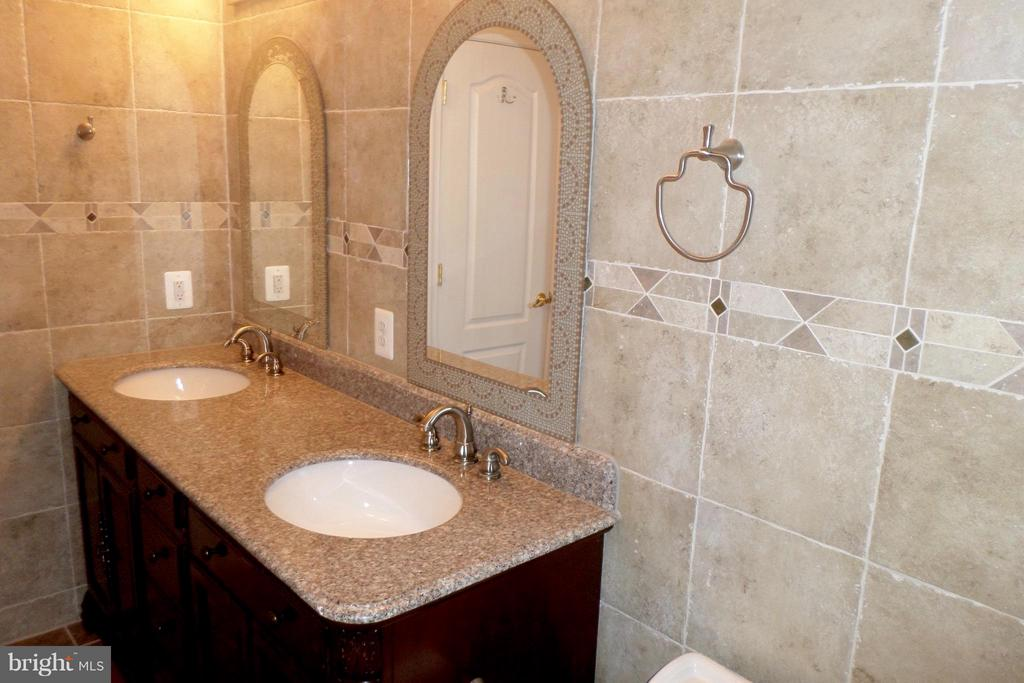 State of the art basement's bathroom - 13504 CLASSIC OAKS CT, MANASSAS