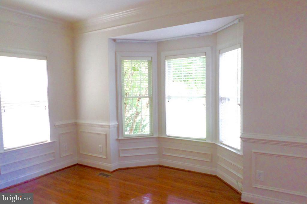 Bay windows enhances the living and dining rooms - 13504 CLASSIC OAKS CT, MANASSAS