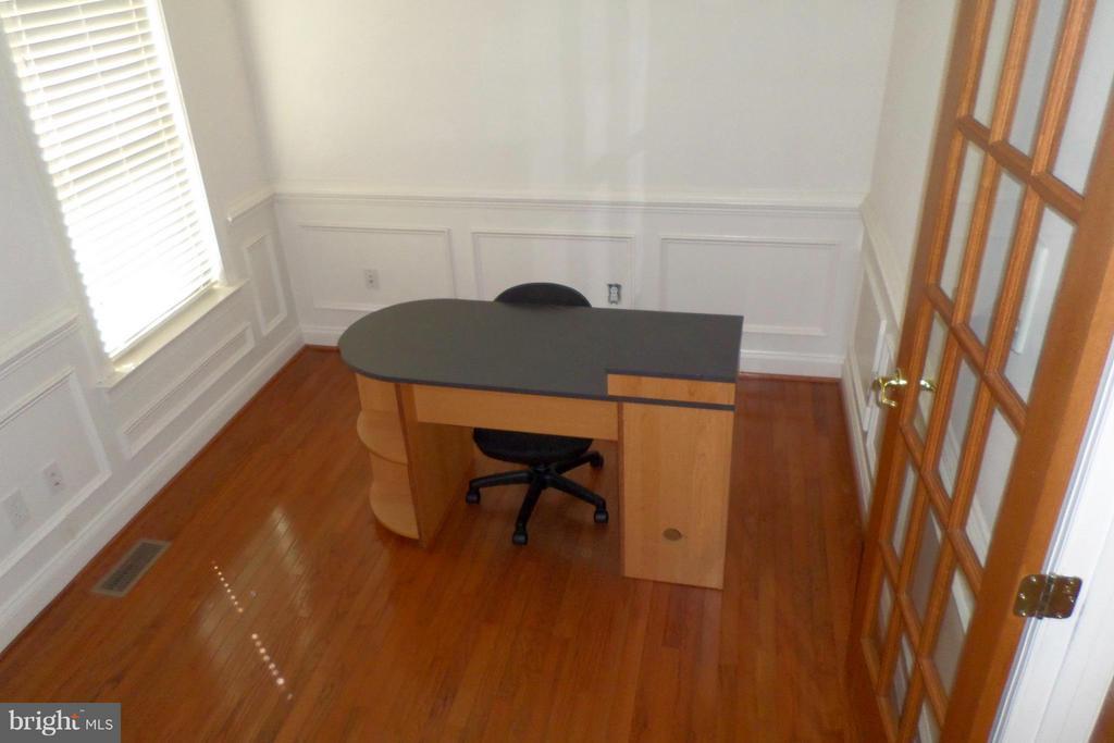 Professional Office - 13504 CLASSIC OAKS CT, MANASSAS
