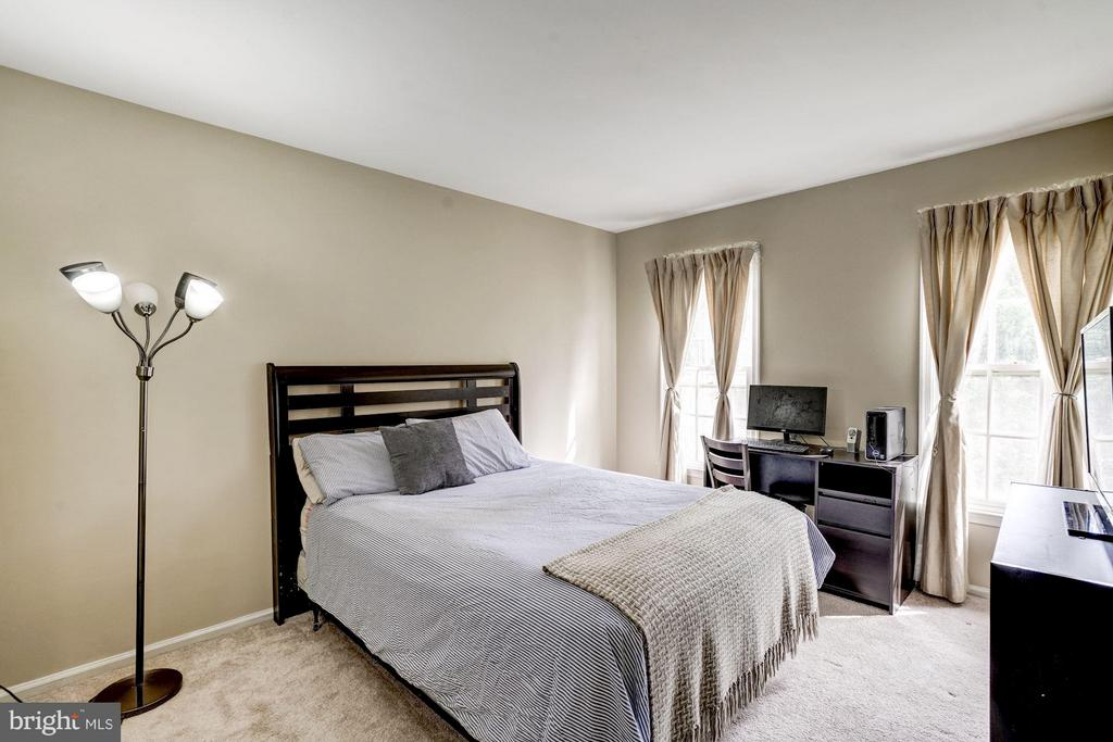 Bedroom 1 (Upper Level) - 4422 TULIP TREE CT, CHANTILLY