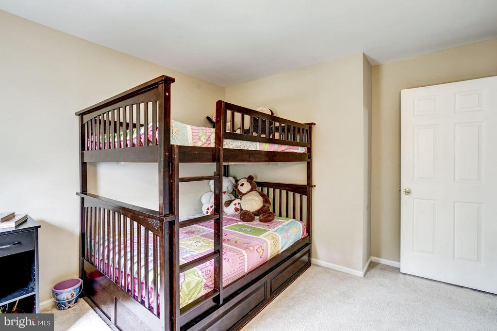 Bedroom 2 (Upper Level) - 4422 TULIP TREE CT, CHANTILLY