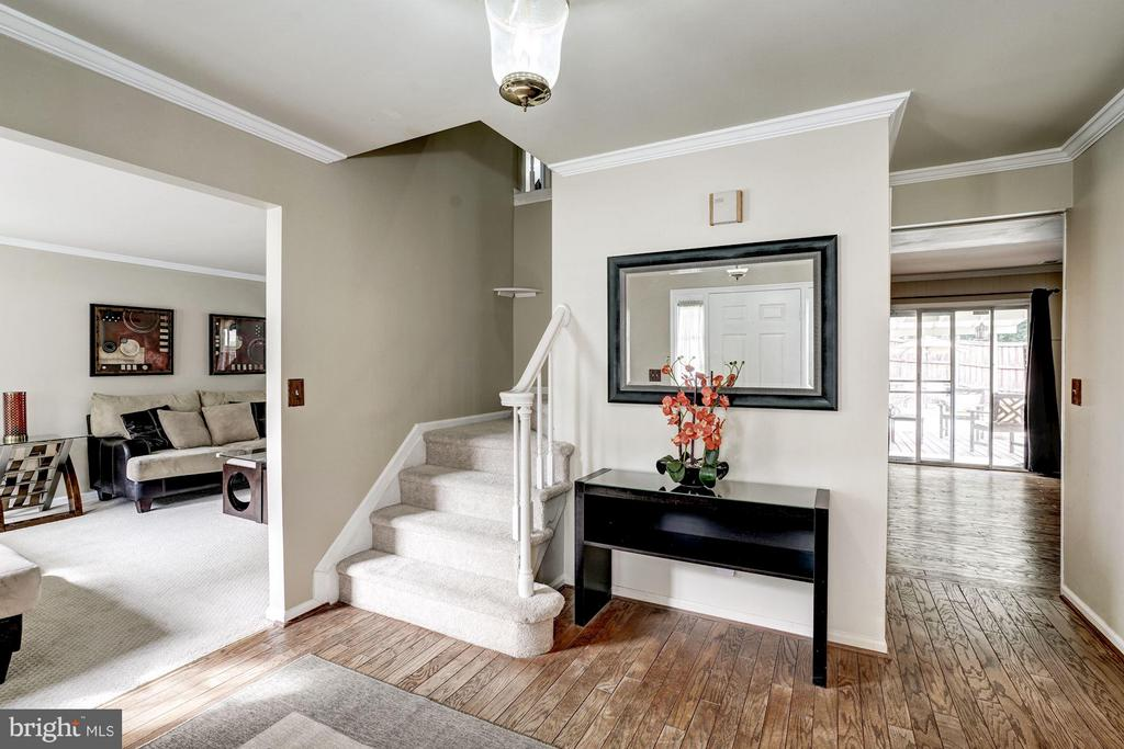 Foyer with Hardwood floors - 4422 TULIP TREE CT, CHANTILLY