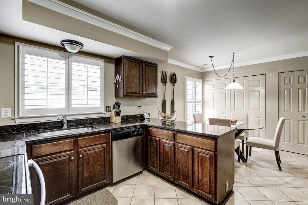 Kitchen with Ceramic Tile - 4422 TULIP TREE CT, CHANTILLY