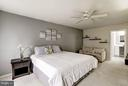 Ample Master Bedroom - 4422 TULIP TREE CT, CHANTILLY