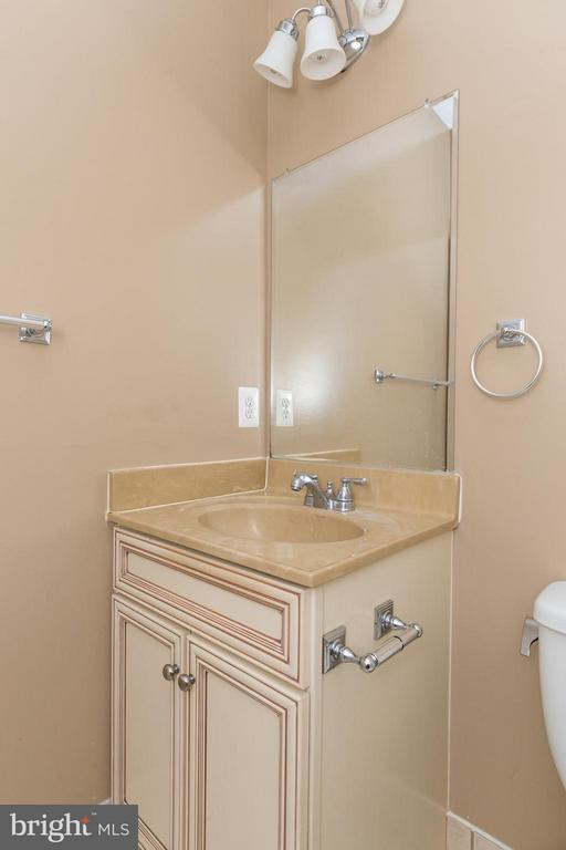 Guests Bath - 5901 AMHERST AVE, SPRINGFIELD