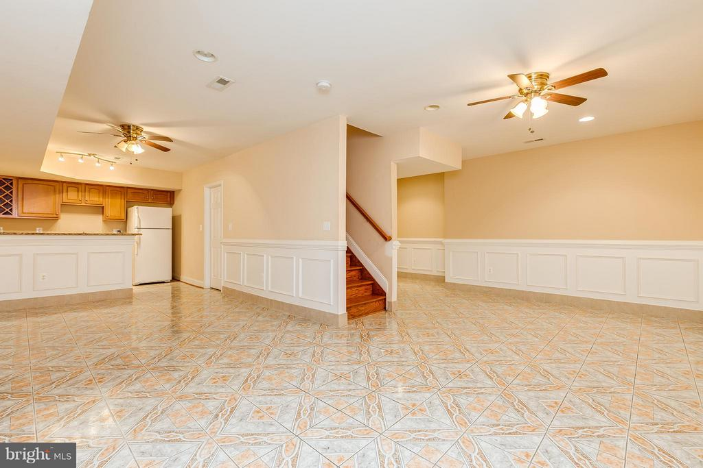 spacious basement - 5901 AMHERST AVE, SPRINGFIELD