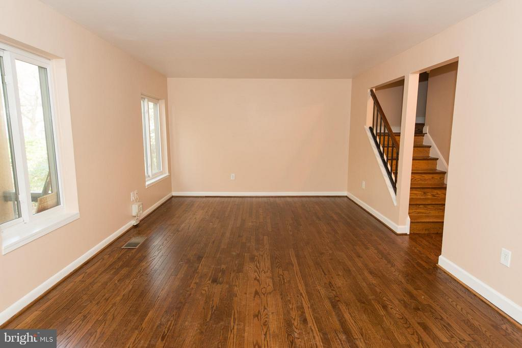 HUGE living room with refinished hdwd flooring - 2358 SOFT WIND CT, RESTON