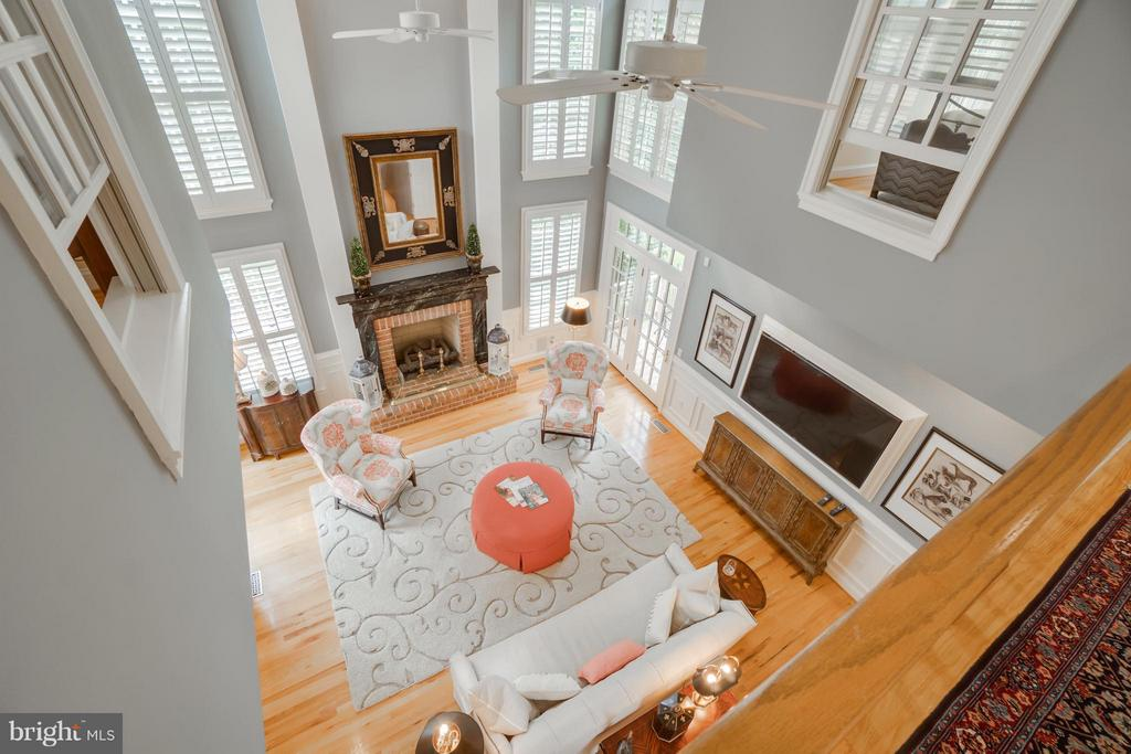 Catwalk view of Family Room - 8615 LEE JACKSON CIR, SPOTSYLVANIA