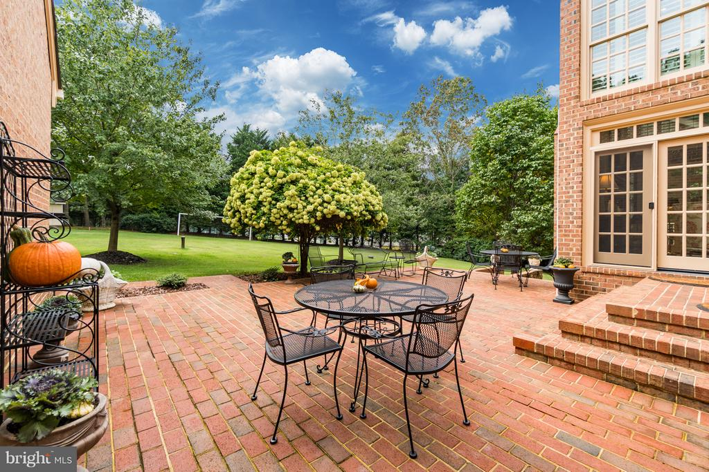 Relax and enjoy the view! - 8615 LEE JACKSON CIR, SPOTSYLVANIA