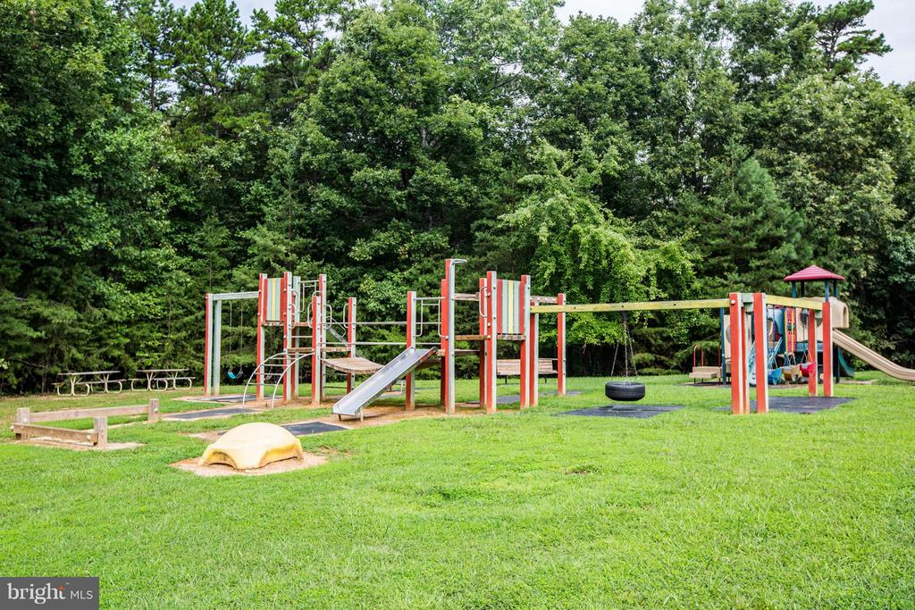 Community Playground and Tot Lot - 8615 LEE JACKSON CIR, SPOTSYLVANIA