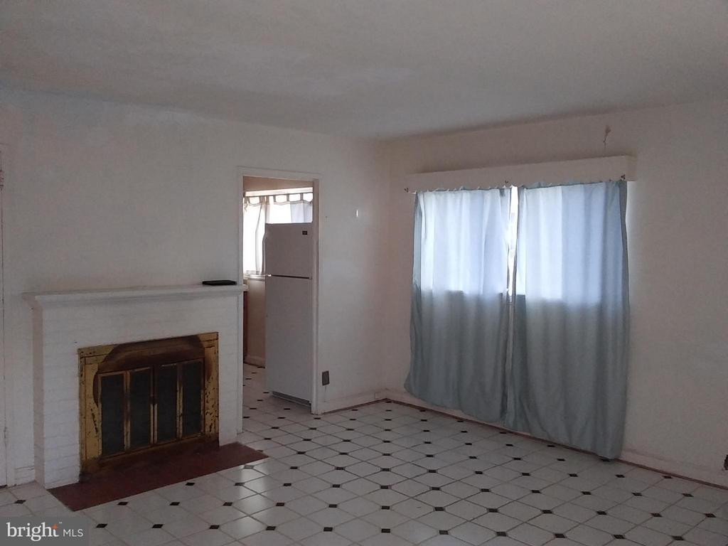 Livingroom - 2355 CONIFER LN, FALLS CHURCH