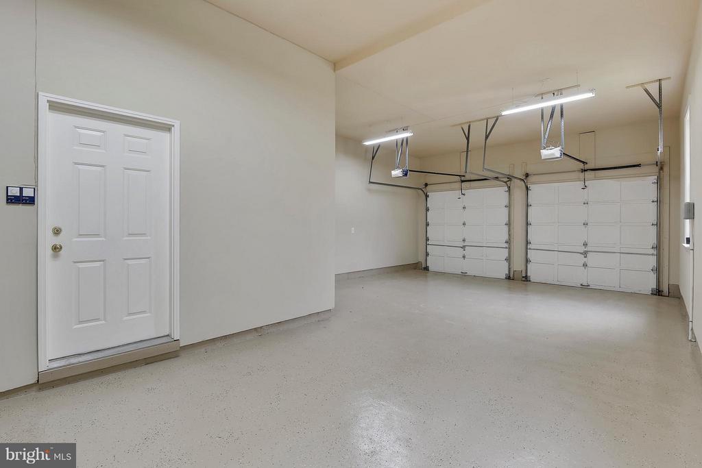 Garage - 43422 CLOISTER PL, LEESBURG