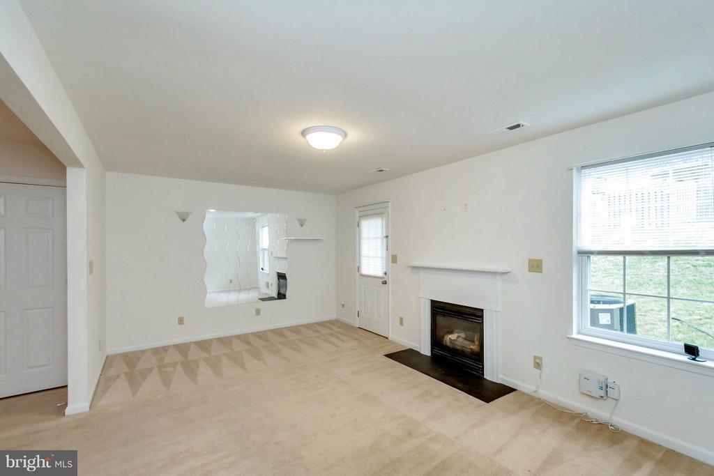 First Level Living Room - 11414 WYTHEVILLE CT, FREDERICKSBURG