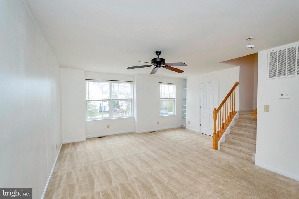 Level Living Room - 11414 WYTHEVILLE CT, FREDERICKSBURG