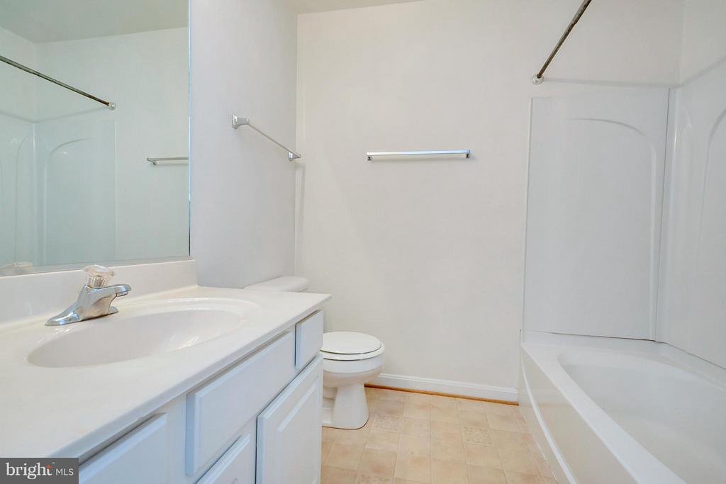 2nd Bathroom - 11414 WYTHEVILLE CT, FREDERICKSBURG