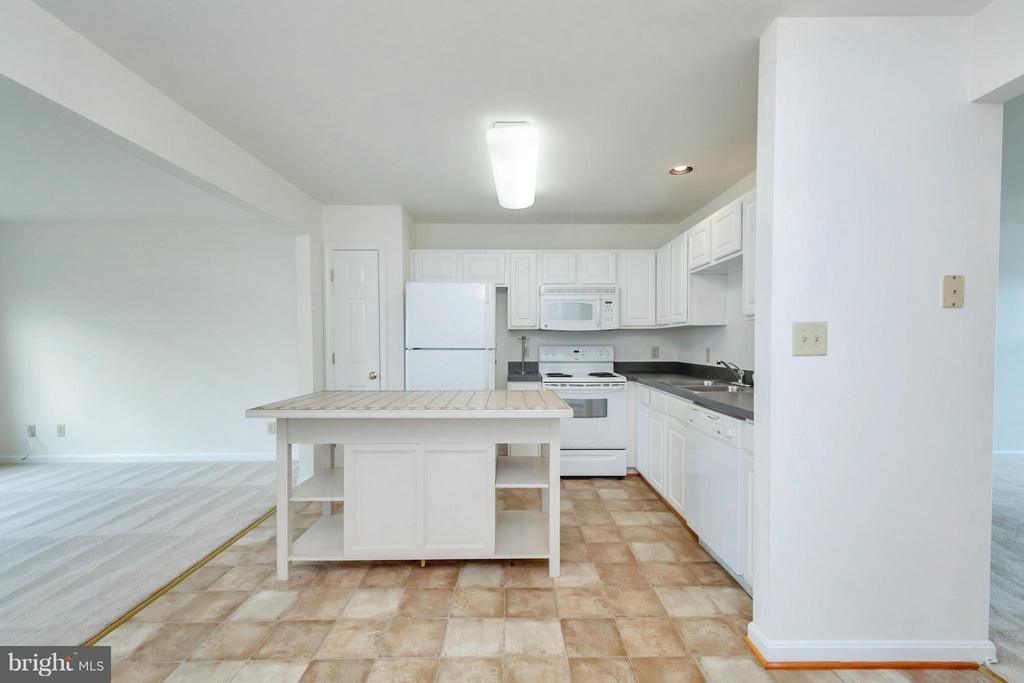 Kitchen - 11414 WYTHEVILLE CT, FREDERICKSBURG