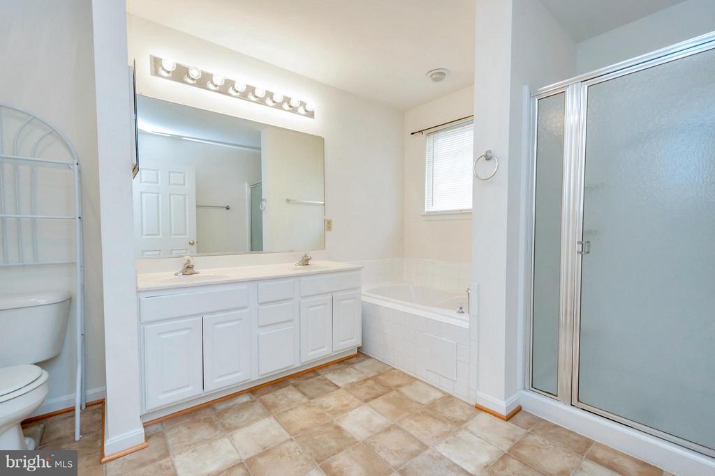 Master Bathroom - 11414 WYTHEVILLE CT, FREDERICKSBURG