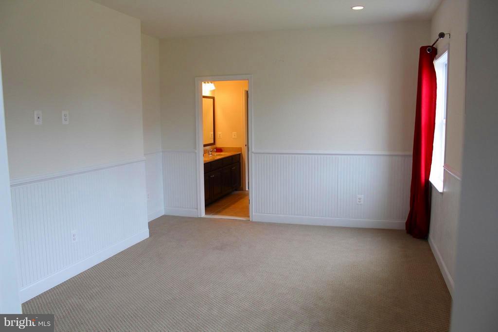 2nd bedroom has Jack 'n Jill Bath - 41433 AUTUMN SUN DR, ALDIE