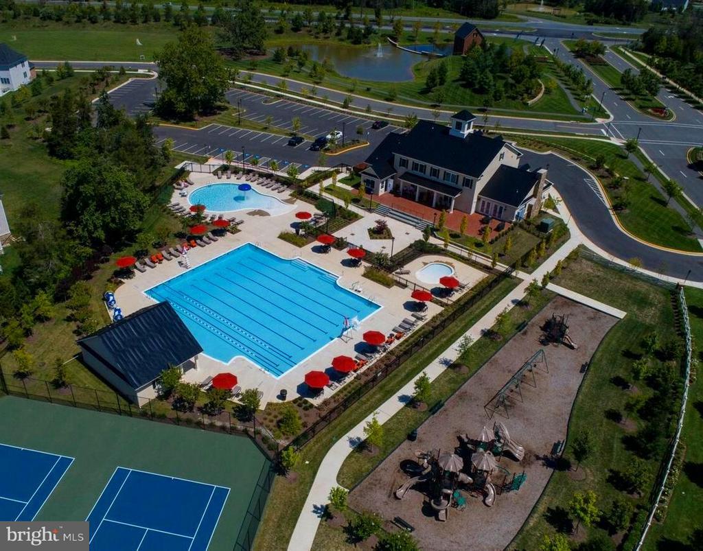 2 tennis courts, 3 pools,Playground, soccer fields - 41433 AUTUMN SUN DR, ALDIE