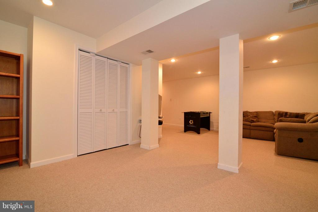 Recessed lighting throughout - 12866 GRAYPINE PL, HERNDON