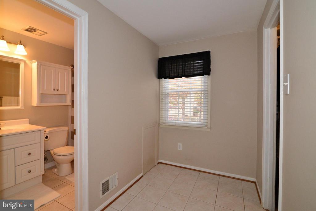 Dressing area and Master Bath - 12866 GRAYPINE PL, HERNDON