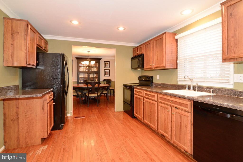Gorgeous Hardwood Floors! - 12866 GRAYPINE PL, HERNDON