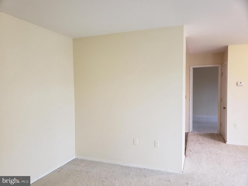 Large open living/dining areas - 7376 LEE #204, FALLS CHURCH