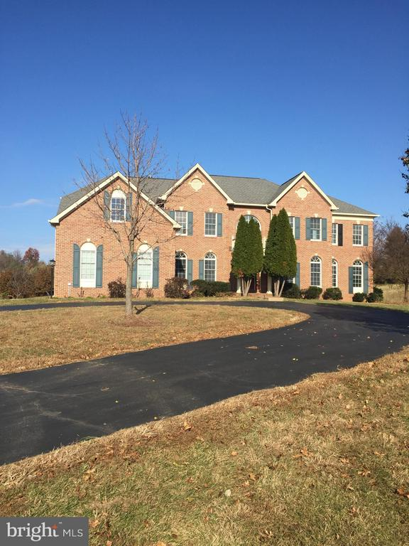 Exterior Front with Circular Driveway - 40908 BEECHNUT RD, LEESBURG