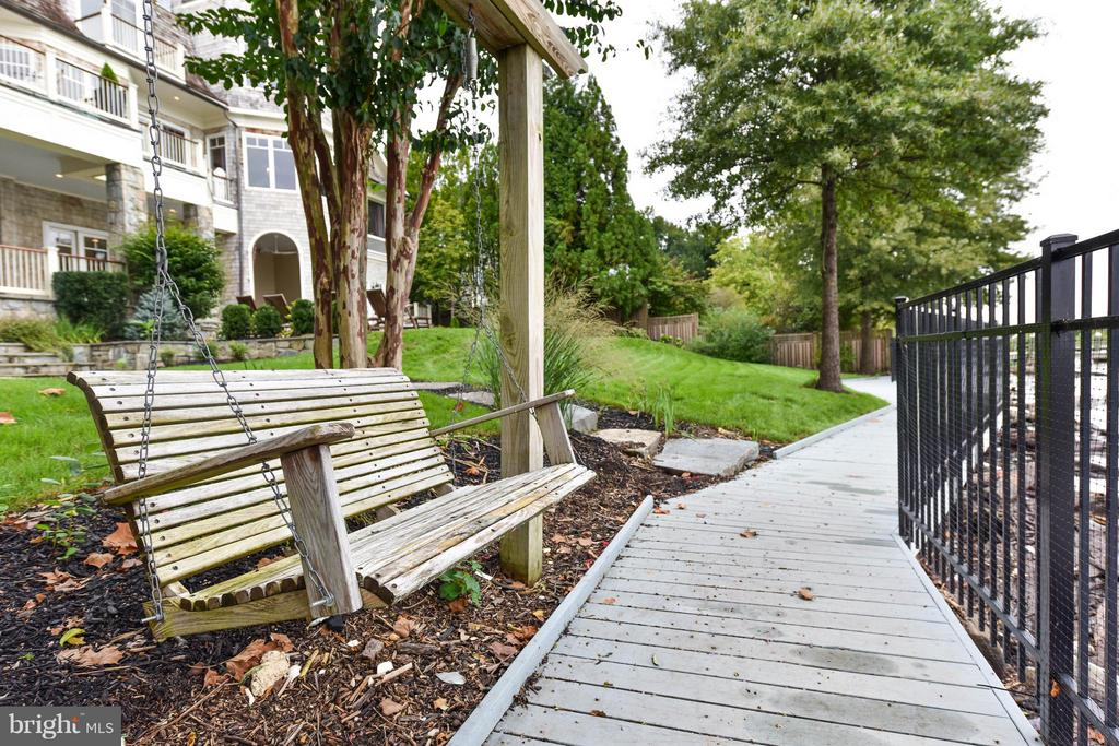 Private, gated, fenced waterfront - 7615 SOUTHDOWN RD, ALEXANDRIA