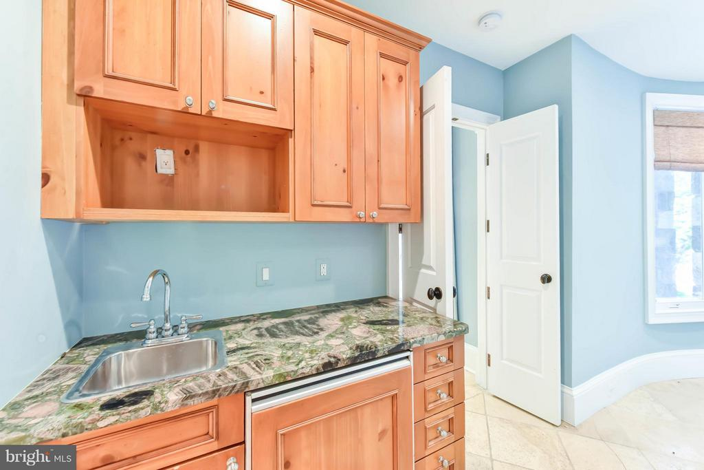 Lower Level Guest Suite Wet Bar - 7615 SOUTHDOWN RD, ALEXANDRIA