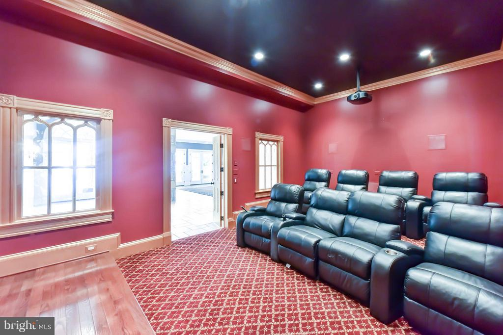 Theater with 8 custom seats - 7615 SOUTHDOWN RD, ALEXANDRIA