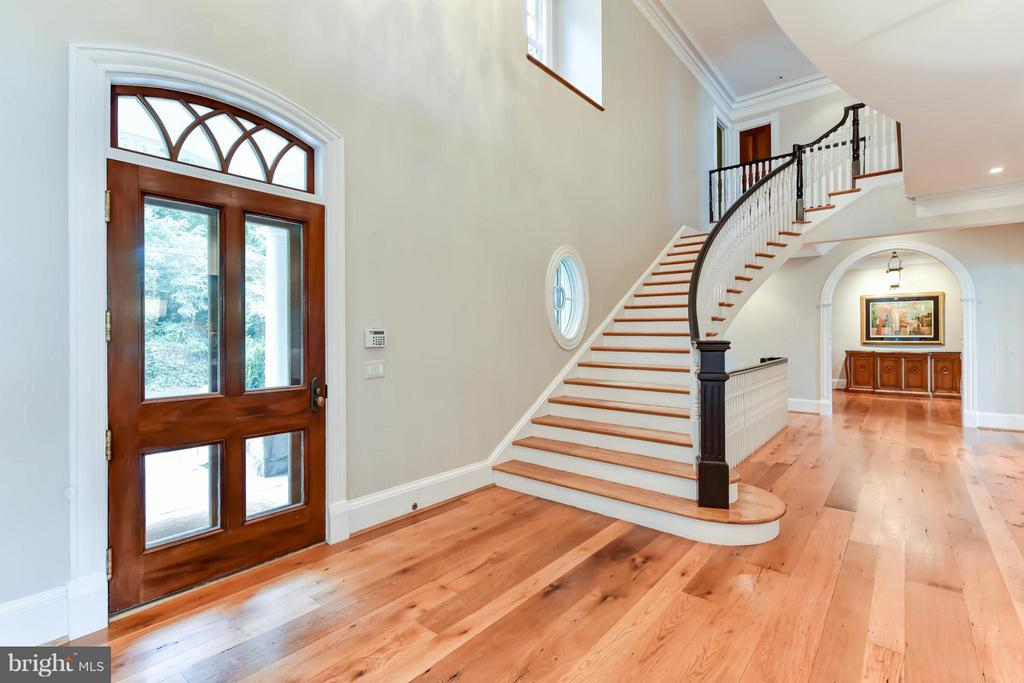Grand Foyer entrance with sweeping staircase - 7615 SOUTHDOWN RD, ALEXANDRIA