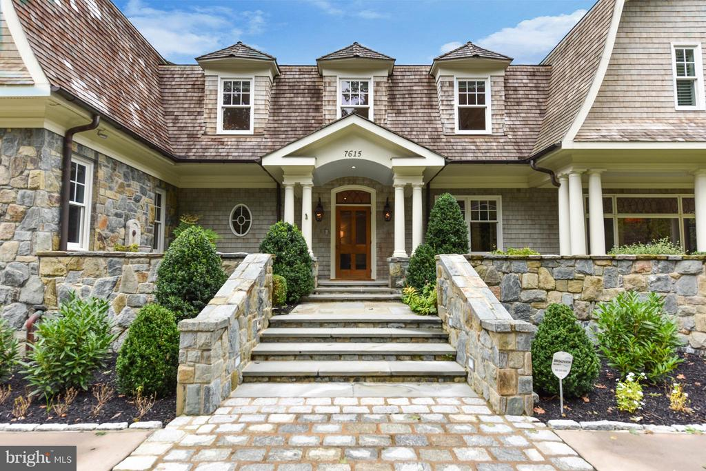 Welcoming Formal Entrance- private street side - 7615 SOUTHDOWN RD, ALEXANDRIA