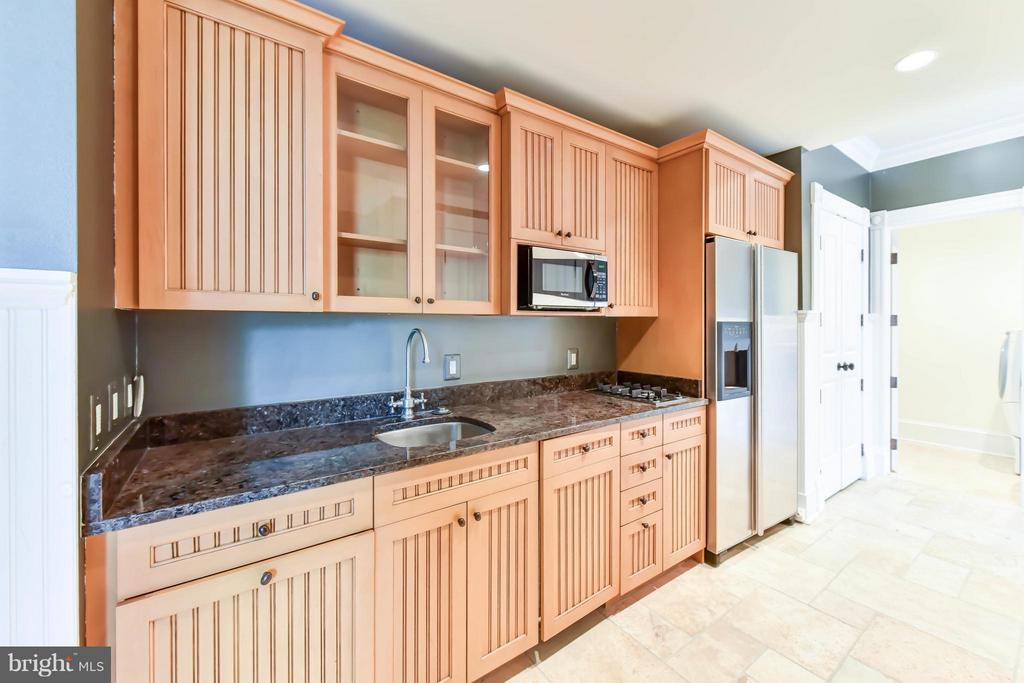 Lower Level Kitchenette and  2nd laundry - 7615 SOUTHDOWN RD, ALEXANDRIA
