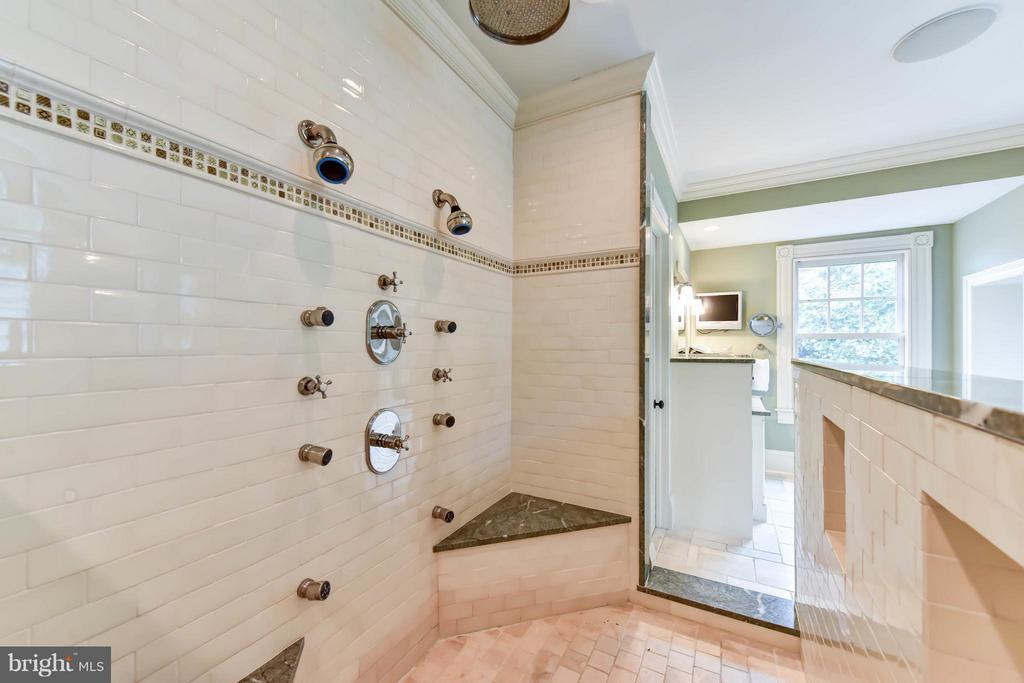 Mosaic Flooring in set-in shower - 7615 SOUTHDOWN RD, ALEXANDRIA