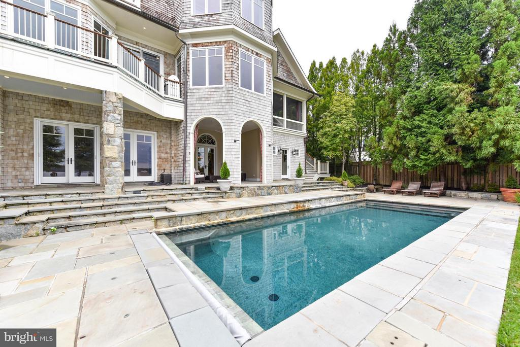 Pool adjacent with electronic cover - 7615 SOUTHDOWN RD, ALEXANDRIA