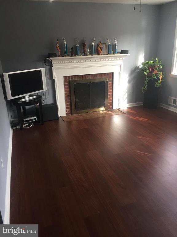 Living Room/Fireplace - 3006 GUMWOOD DR, HYATTSVILLE