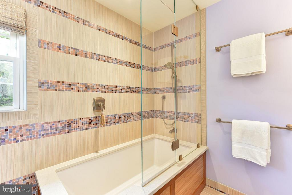 Soaking Tub for Bath# 2 - 9350 MOUNT VERNON CIR, ALEXANDRIA