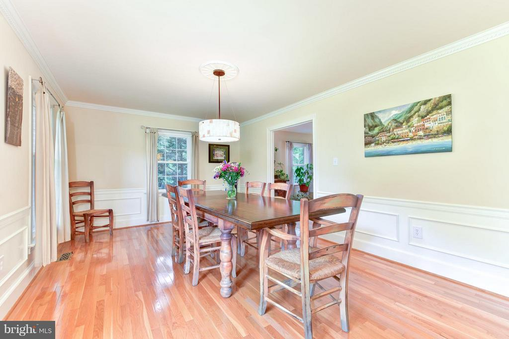 Light-filled Dining Room - 9350 MOUNT VERNON CIR, ALEXANDRIA