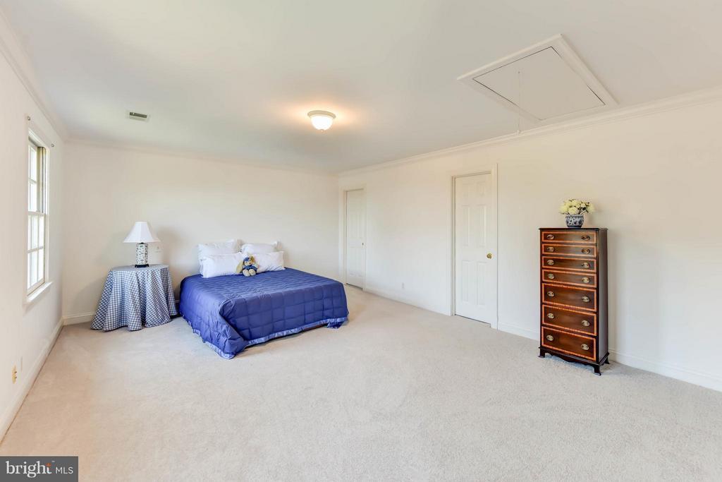 Bedroom# 4 traditional styling - 6040 EDGEWOOD TER, ALEXANDRIA