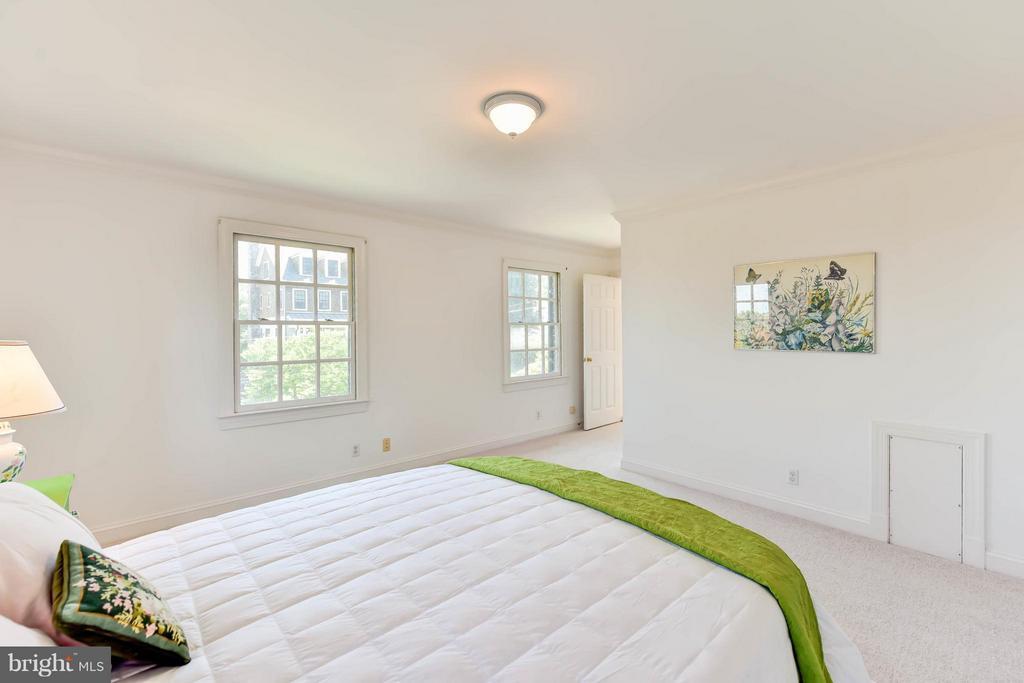 Bedroom# 3 (all bedrooms are en suite) - 6040 EDGEWOOD TER, ALEXANDRIA