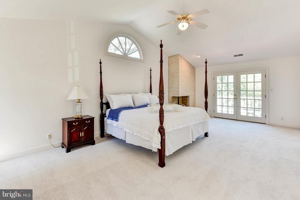 Roof Top Deck adjacent to Master Bedroom - 6040 EDGEWOOD TER, ALEXANDRIA