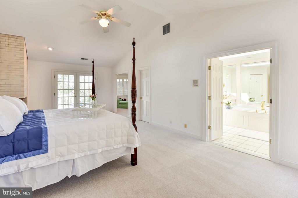 Master Bedroom with ensuite Bathroom - 6040 EDGEWOOD TER, ALEXANDRIA